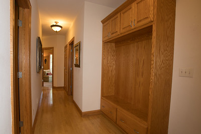 Hallway with built ins-0433