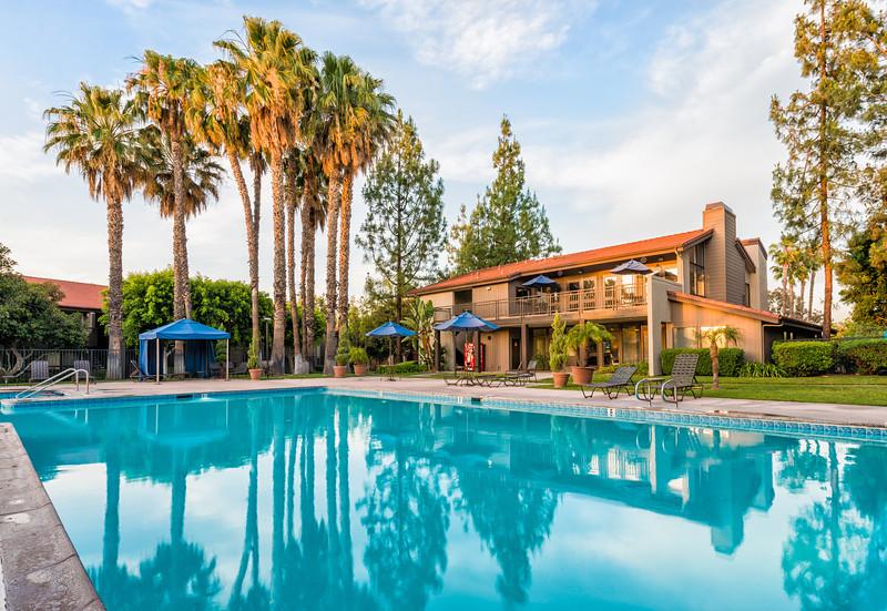 Parcwood Pool Courtyard