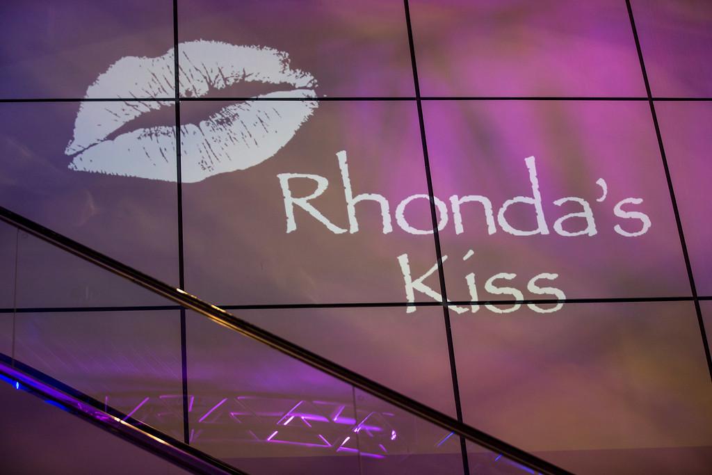 RhondasKiss_5D3A-5868