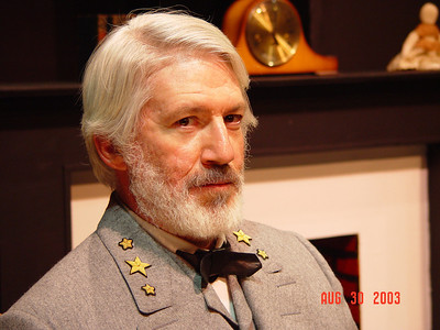 Tom Dugan Plays - Tom Dugan as Robert E. Lee in Robert E. Lee - Shades of Gray (high res)