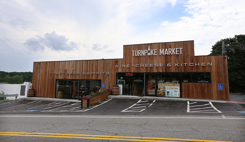 Turnpike Market on Middlesex Turnpike in Billerica.(SUN/Julia Malakie)