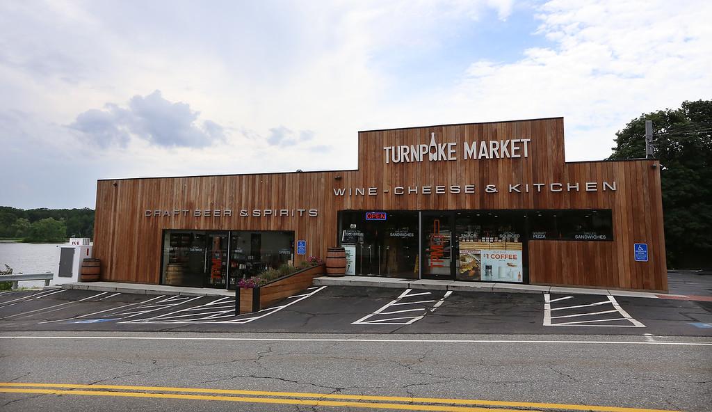 . Turnpike Market on Middlesex Turnpike in Billerica.(SUN/Julia Malakie)