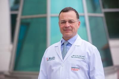 12-18-17 UHealth Dr Levi Spinal Tumor Story-104