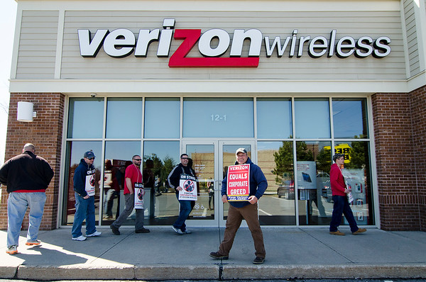 Verizon workers protesting