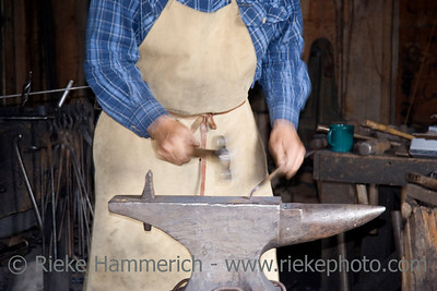 blacksmith at work - motion blur, focus is on the ambos - adobe RGB