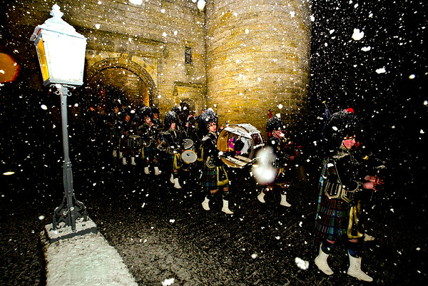 PIPERS IN THE SNOW AT STIRLING CASTLE SCOTLAND UK FOR FMC TECHNOLOGIES © LesleyDonald