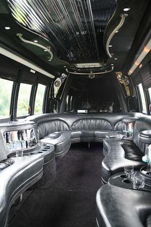 14_passanger_bus_interior_2 preview