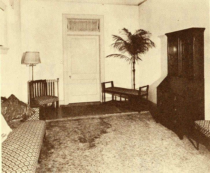 Interior Picture of Diuguid's when located at 616 Main Street (4490)