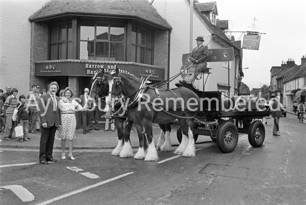 Horse drawn dray from Aylesbury Brewery Co outside Harrow & Barleycorn pub, Sep 1985