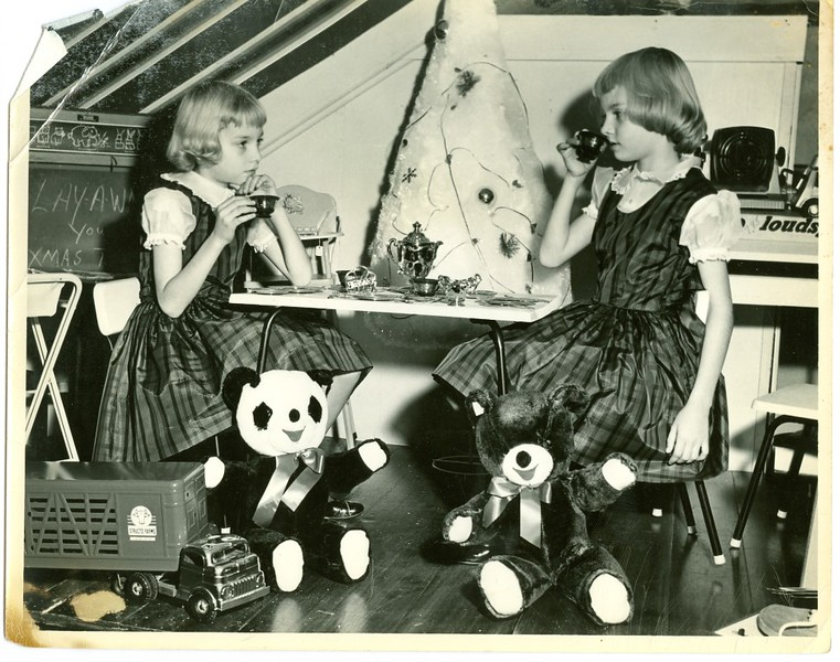 Leggett Dept. Store Girls Playing (06345