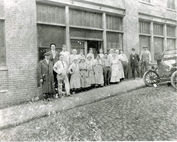 Lynchburg Candy Company Staff (4713)
