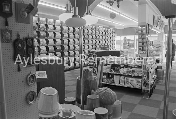 Ripolin, Kingsbury, Sep 1974