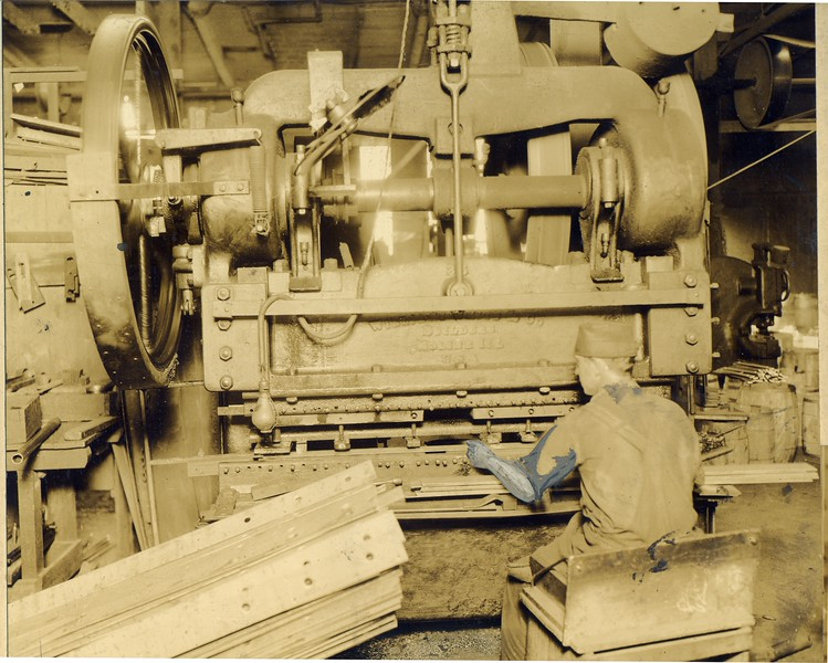 A man working at Thornhill Wagon Company (03118)