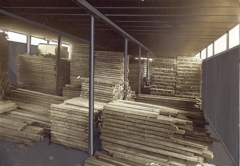 Lumber Yard for Thornhill Wagon Company (03106)
