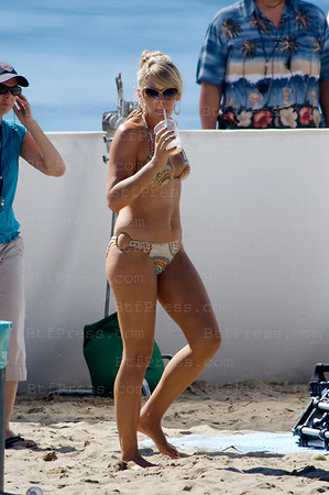 "Actress Busy Philipps during the set of the TV serie "" Cougar Town "" with Courtney Cox on the beach in Los Angeles,California."