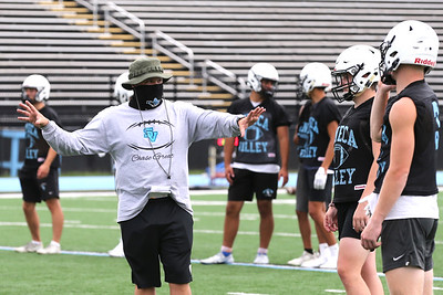 Seneca Valley assistant football coach Shaine Patsilevas works with players during practice Monday at NexTier Stadium. 08/17/20  Seb Foltz/Butler Eagle