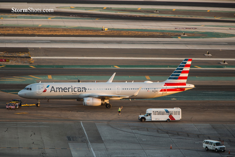 American Airlines Taxi Time - LAX