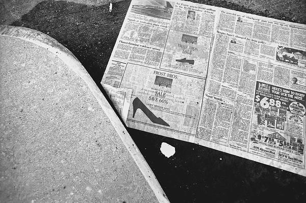 Bw. Sidewalk Paper