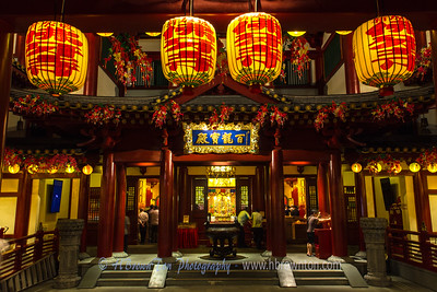One can hear the chanting monks through the doors to the Buddha Tooth Relic Temple