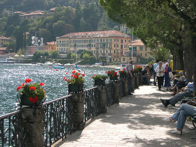 The promenade in Menaggio and an afternoon passagiata along the lake