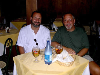 Joe on the left, Ed on the right, birra spina e pane in the center. Where's the pasta?