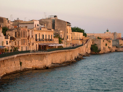 The seawall in Ortygia.