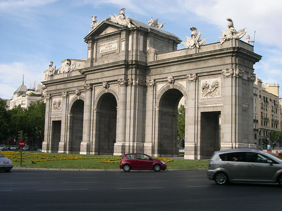 Plaza de la Independencia and La Puerta de Alcalá, built in 1769 by King Carlos III as a gateway to Madrid