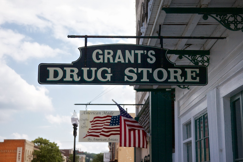 Americana Signs: Grant's Drug Store