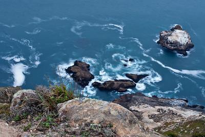 9739 Waves on Rocks
