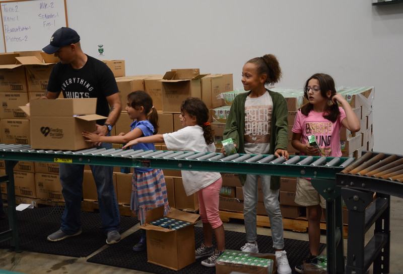 Soldiers, Family members help Feed the Valley
