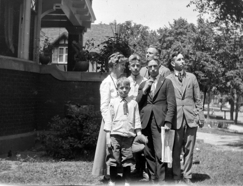29-ra Anna B-George-Rowland-Stowell-Frnacis-Cortland Stebbins 109 N Walnut June 1917 in CRS's book #1