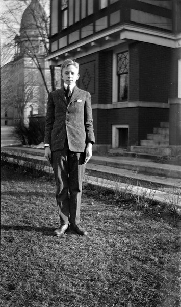 #118 C Rowland Stebbins in -Long suit of clothes The First One- at 109 N Walnut 1917 - 720 DPI