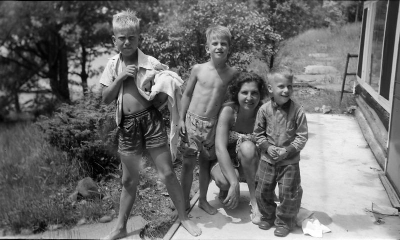 #211 BK25 Kenyon-Virginia-Malcolm-Winston Stebbins Halfmoon Lake Cottage 28 June'53