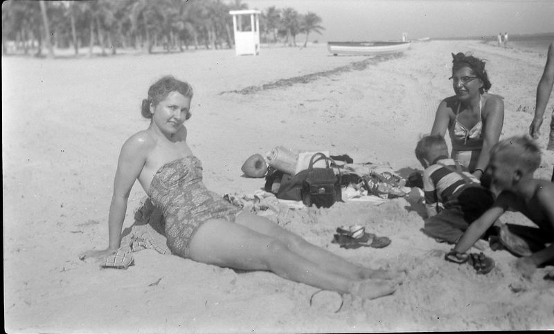 #16 Isabelle (Buckles) Robertson & Virginia&Winston &mabye Kenyon Stebbins Coral Gables Beach Jan'52
