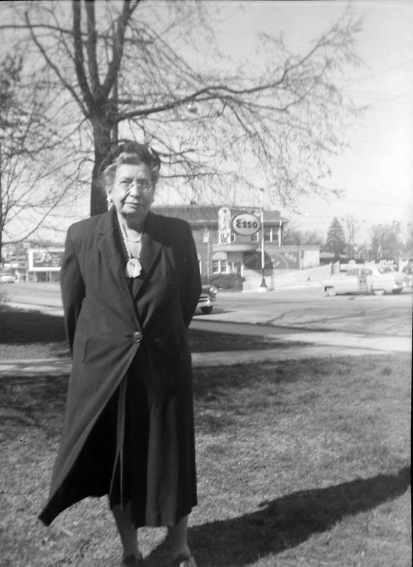 #90 Mrs Buckles Bristol Tenn at her Penn Ct  apt Spring'55