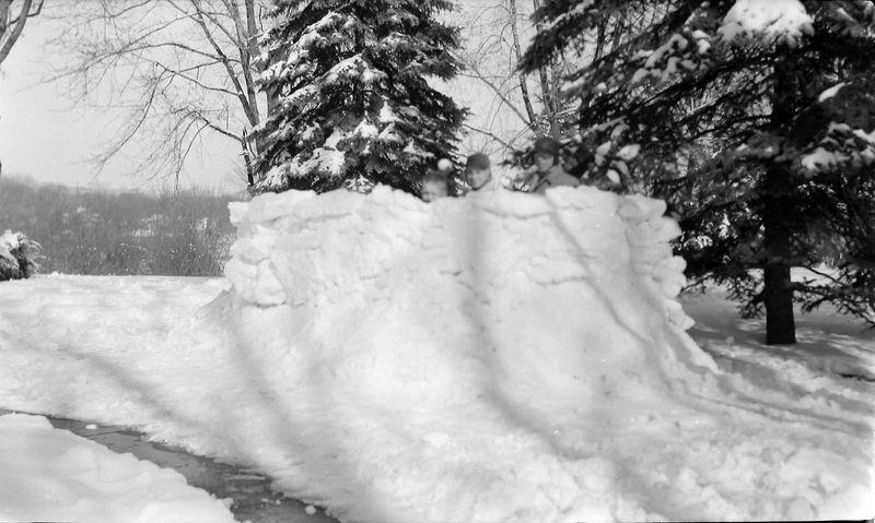 #159 Kenyon-Malcolm-Winston Stebbins snow fort 1710 MRD Feb'56