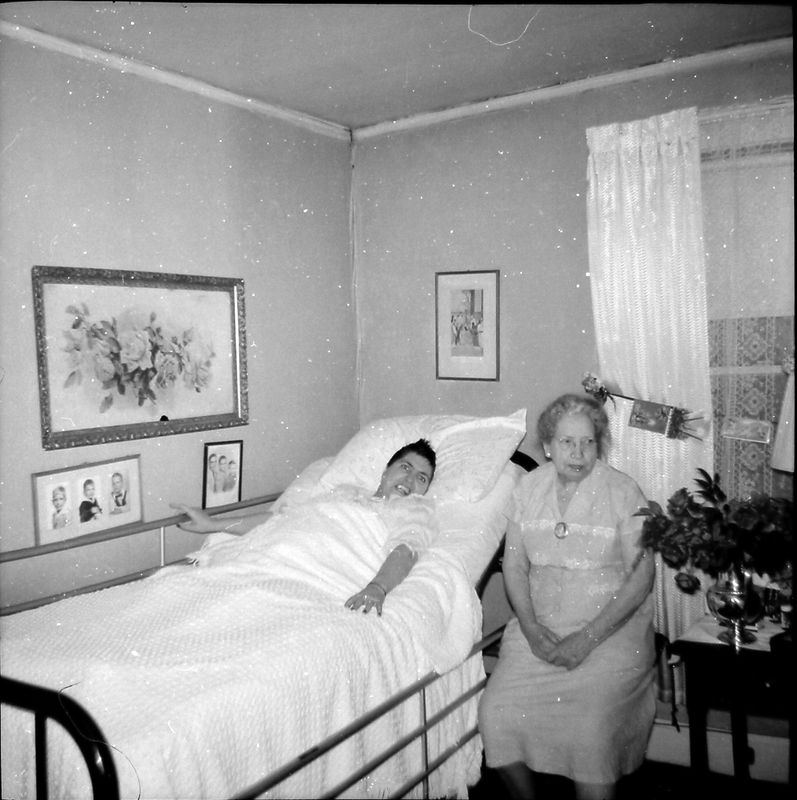 #118 Virginia Buckles  Stebbins & Her Mother Buckles Penn Ct Apt Bristol Tenn 28-Dec'57