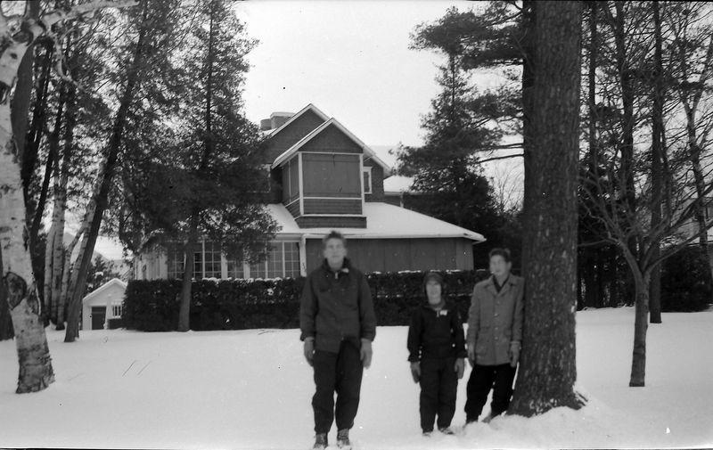 #121 Winston&Malcolm&Kenyon Stebbins at Buckles Cottage Wequetonsing MI Jan'58