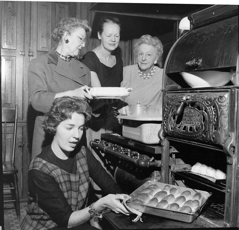 #123 Jackie-Madeleine-Annette-Marie Stebbins in 109 N Walnut kitchen 25 Dec'60
