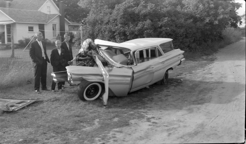 #86  Winston-Malcolm-Kenyon Stebbins & John Fischer's wrecked car 20 July'60