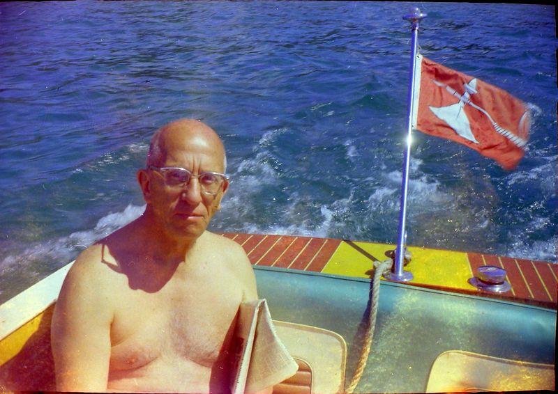 #146 Rowland Stebbbins in Me-2-II speed boat near Raoaing Brook July'69