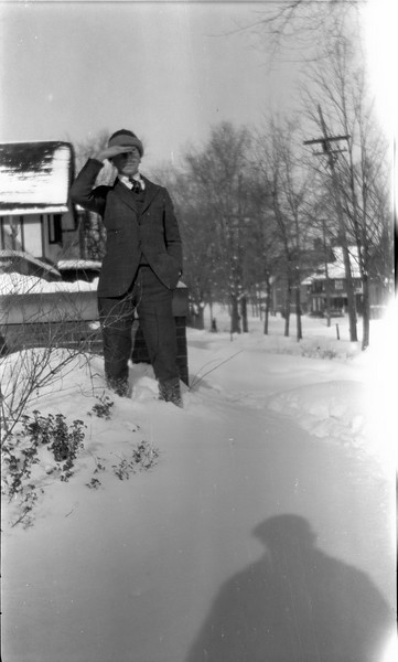 #60 Rowland CRS - shades eyes on snowy 109 N Walnut st Winter 1920