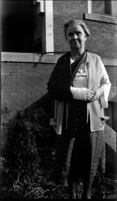 #115 Mother (Anna B Stebbins) w broken arm at 109 N Walnut Lansing