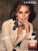 CHANEL Coco Mademoiselle 2017 Spain 'CHANEL.COM'<br /> <br /> MODEL: Keira Knightley, PHOTO: Mario Testino<br /> <br /> Vertical line: 'La Línea de CHANEL - Tel. 901 51 19 (0,05€ establecimiento de llamada, 0,02€/min. sucesivos).'