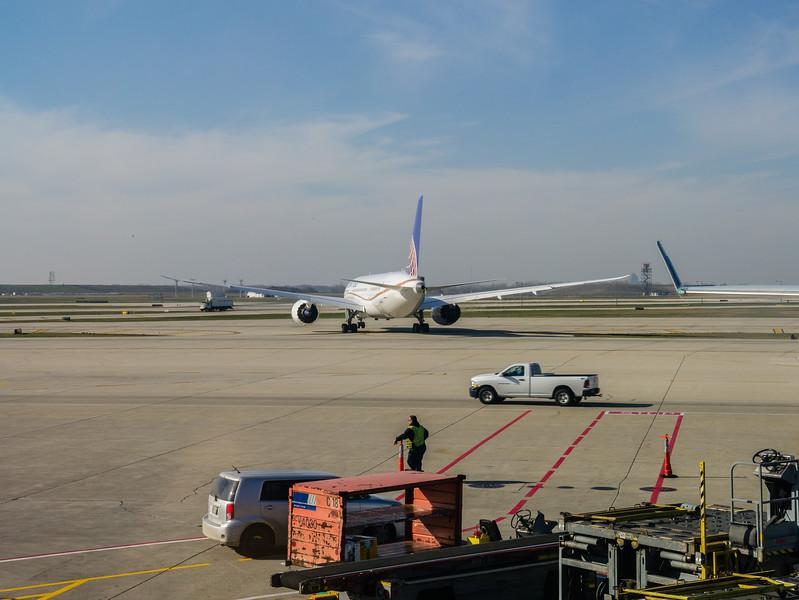 N20904 Departing ORD, Rear