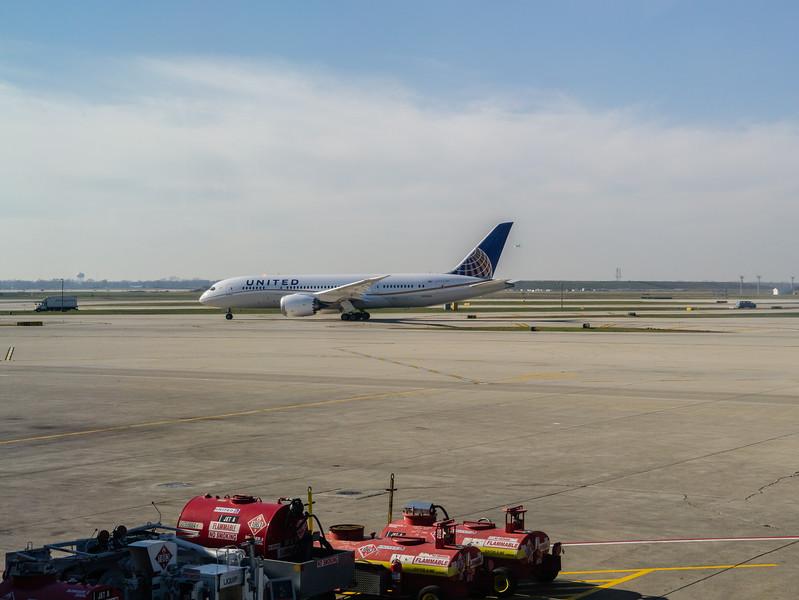 N20904 Departing ORD, Side