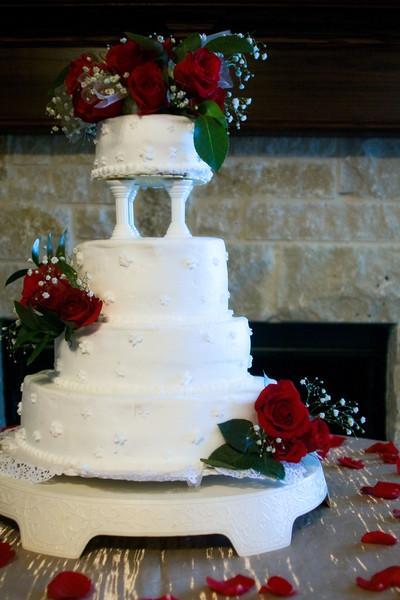 Full view of wedding cake