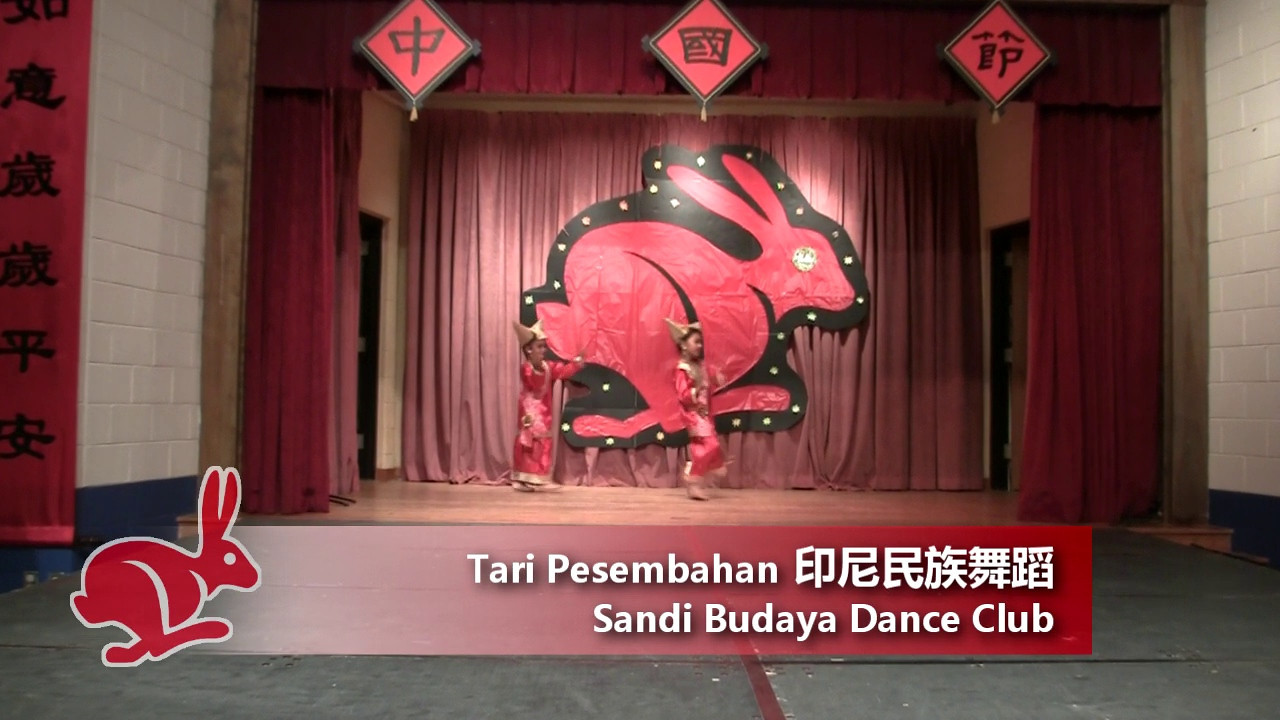 Dance: Tari Pesembahan 印尼民族舞蹈<br /> by Sandi Budaya Dance Club<br /> CACC Chinese Festival 6/19/2011