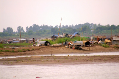 Homes in situatated on the small ilet in  the Tonle Sap River