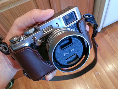 A Sony 49mm pinch lens cap fits perfectly on the adapter ring :-)